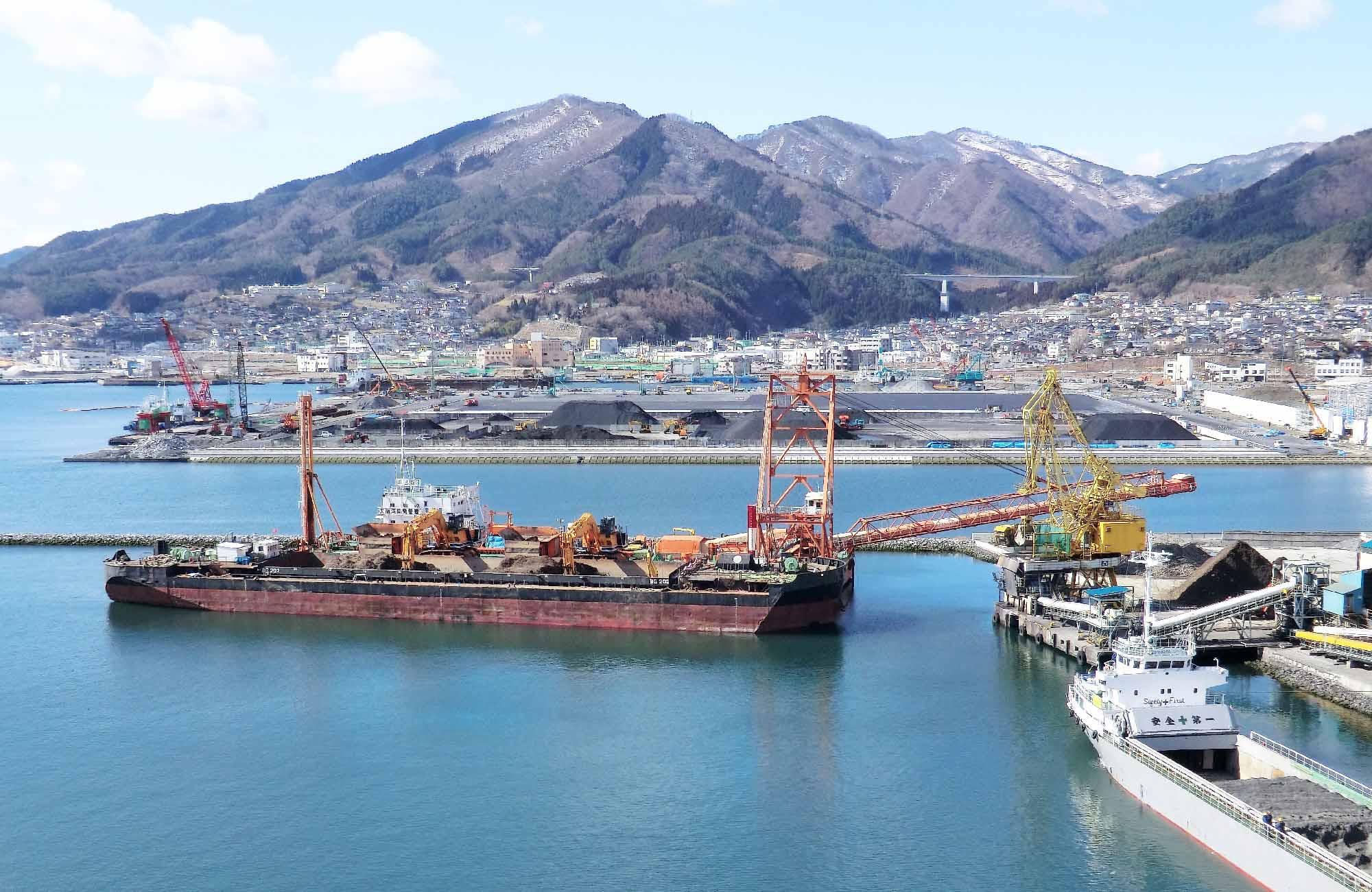 太平洋セメント大船渡工場陸揚げ作業時